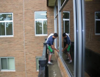 Troy Commercial Window Cleaning & residential window cleaning 48098, 48085
